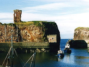 300px-Dunbar_Harbour_and_Castle,_1987