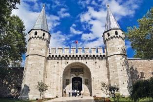 palace-entrance1